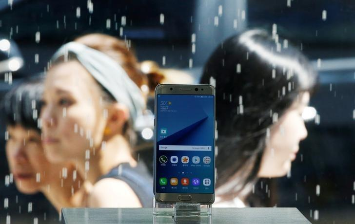 A Samsung Electronics' Galaxy Note 7 new smartphone is displayed at its store in Seoul, South Korea, Sept