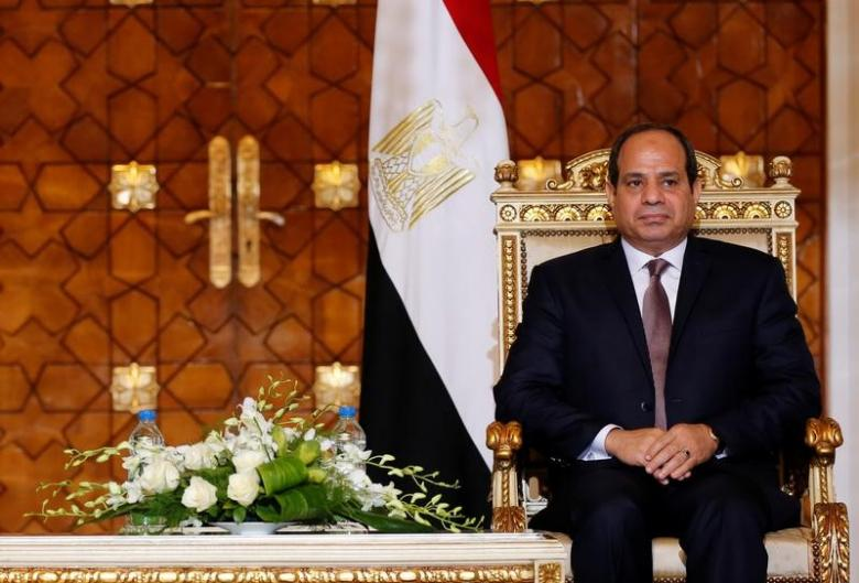 Egypt's President Abdel Fattah al-Sisi attends during signing of agreements ceremony with Sudanese President Omar Hassan al-Bashir at the El-Thadiya presidential palace in Cairo
