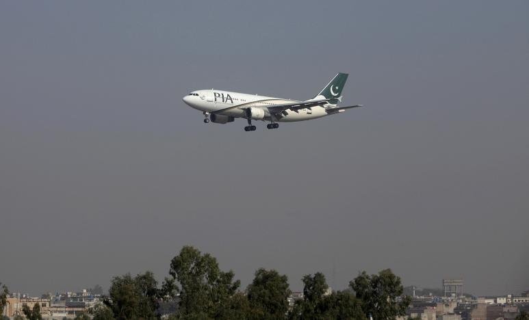 FILE PHOTO - A Pakistan International Airlines (PIA) passenger plane arrives at the Benazir International airport in Islamabad, Pakistan December 2, 2015.  REUTERS/Faisal Mahmood/File Photo